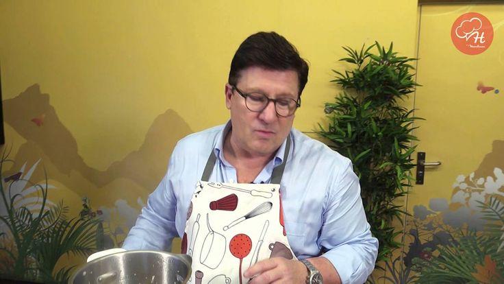 Gambas com pinhões e arroz basmati é a mais recente receita do Herman José na Cuisine Companion. Só poderia estar divinal! Fique atento para descobrir as Receitas do Herman by Moulinex em https://www.facebook.com/oficialherma... e www.chefmoulinex.pt #receitasdohermanbymoulinex #cuisinecompanion #moulinexportugal