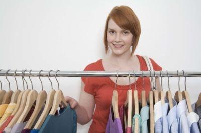 Heute möchten wir uns einem Kleidungsstück widmen, das viele Frauen lieben, weil es universell einsetzbar ist: die Bluse.