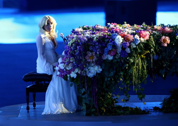 """Watch: Lady Gaga's performance of """"Imagine"""" at #Baku2015 on Vevo now! https://www.youtube.com/watch?v=q3ues1stefk"""