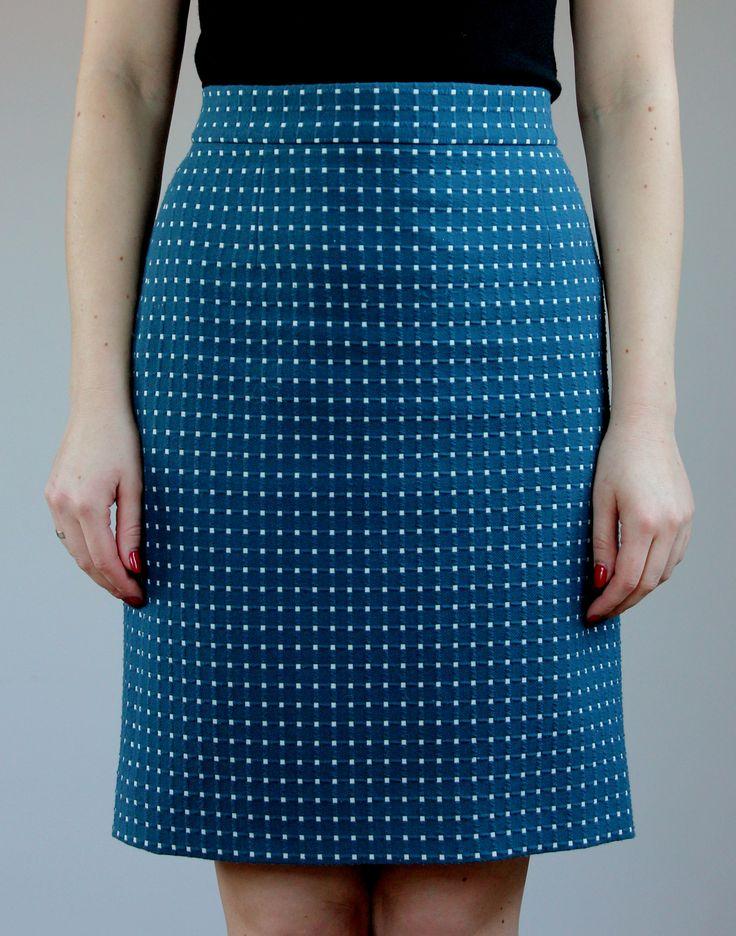 Очень простая и комфортная юбка из хорошего полиэстера. И сшита за один вечер.