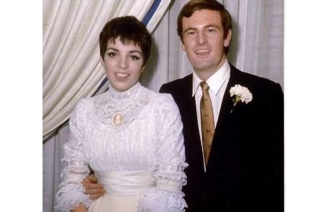 15 Famous Women Who Married Gay Men Without Realizing. Musician Peter Allen was married to Liza Minnelli from 1967-1974. He later came out as gay and had a long-term relationship with Gregory Connell. Minnelli's mother, Judy Garland, also married a gay man.