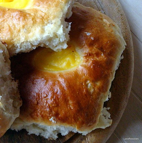 Soft Vanilla Filled Buns - Lovefoodies hanging out! Tease your taste buds!