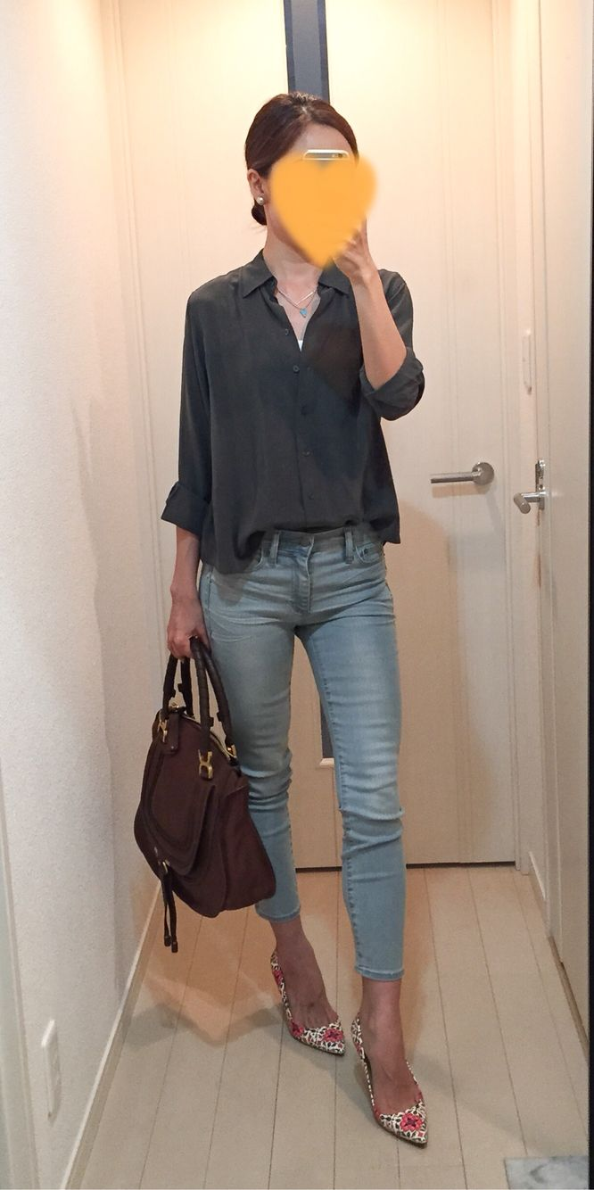 Silk shirt: Uniqlo, Skinny: GAP, Bag: Chloe, Pumps: J.Crew