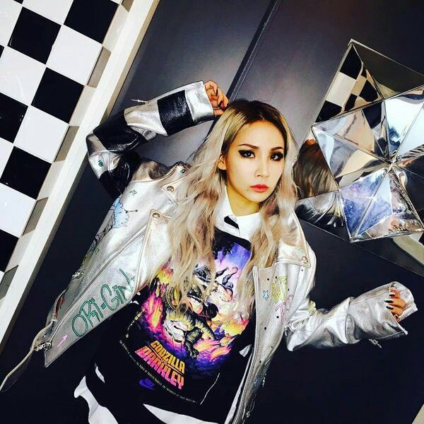 CL'S INSTAGRAM UPDATES WITH STUNNING PHOTOS OF HERSELF