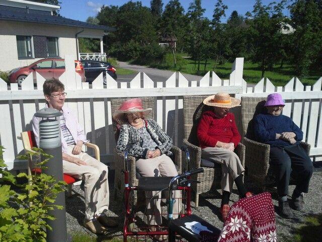 Rouvat nauttivat auringonpaisteesta!