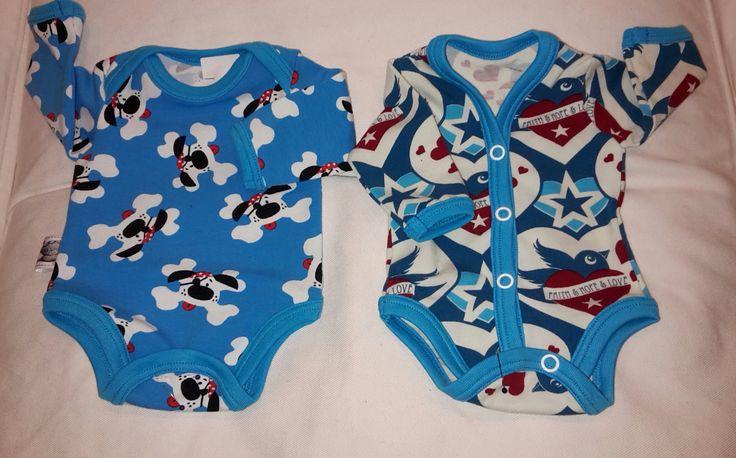 Små babykläder från storlek 46. Se  axelinablog.wordpress.com