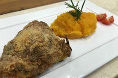 'É de casa' ensina receita fácil e deliciosa, de frango crocante com purê de abóbora.
