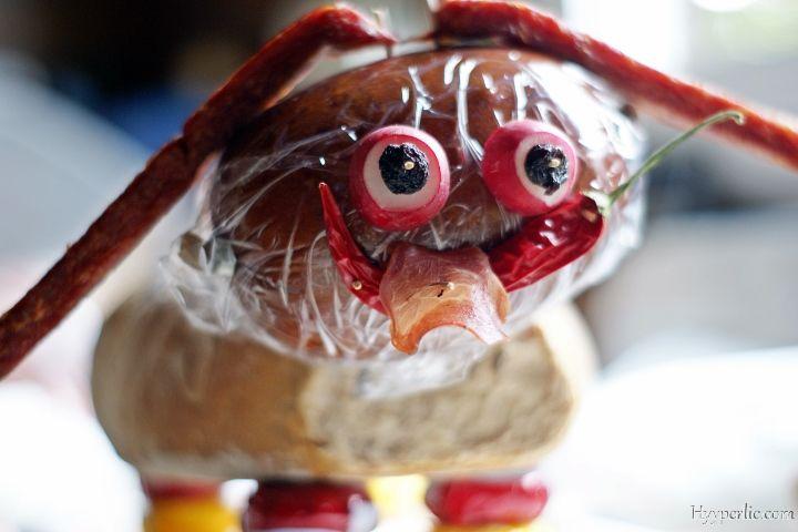 Der Wurst Brot Hund ist die vielleicht kreativste Geschenkidee. Als Geburtstagsgeschenk, für eine Hochzeit oder ein Jubiläum. Anleitung hier!