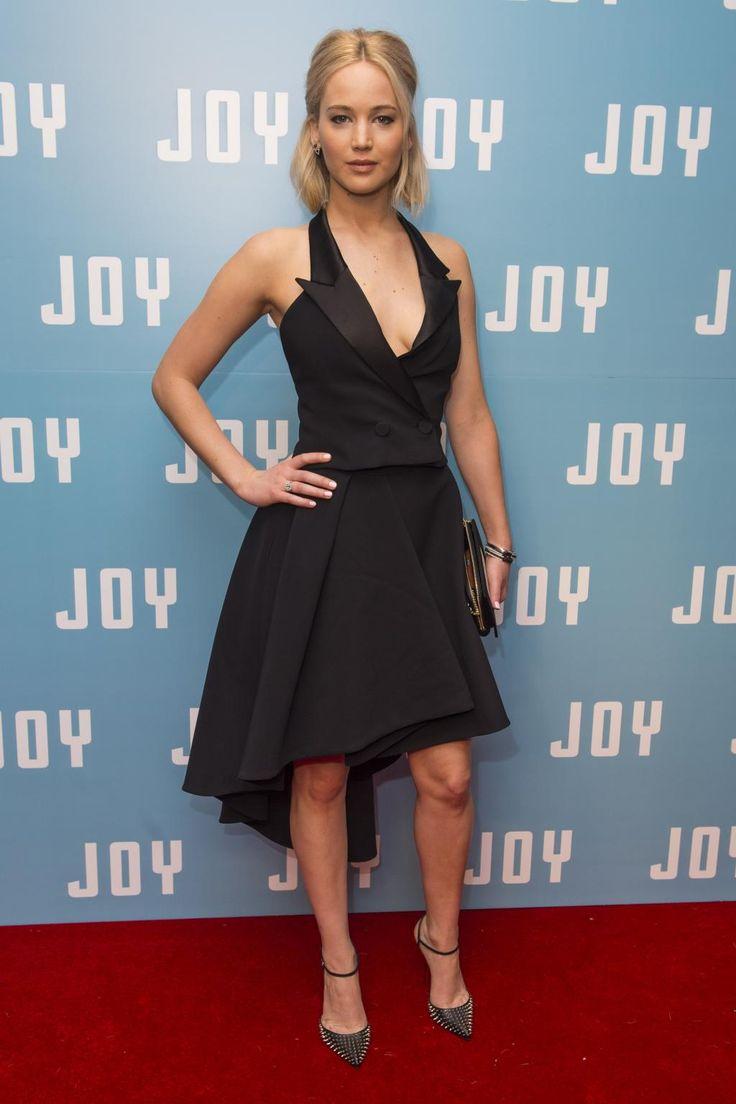 Jennifer Lawrence ose le décolleté extrême à la première de Joy | News | Premiere.fr