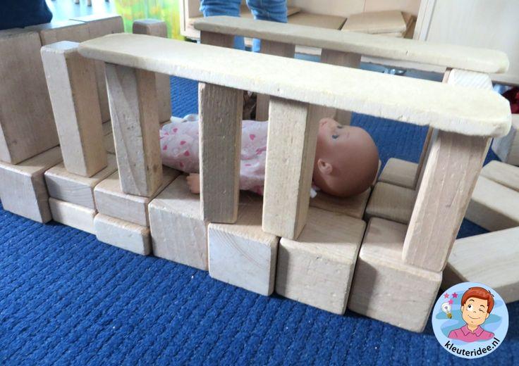 Babybed maken in de bouwhoek, thema baby voor kleuters, Kindergarten baby theme