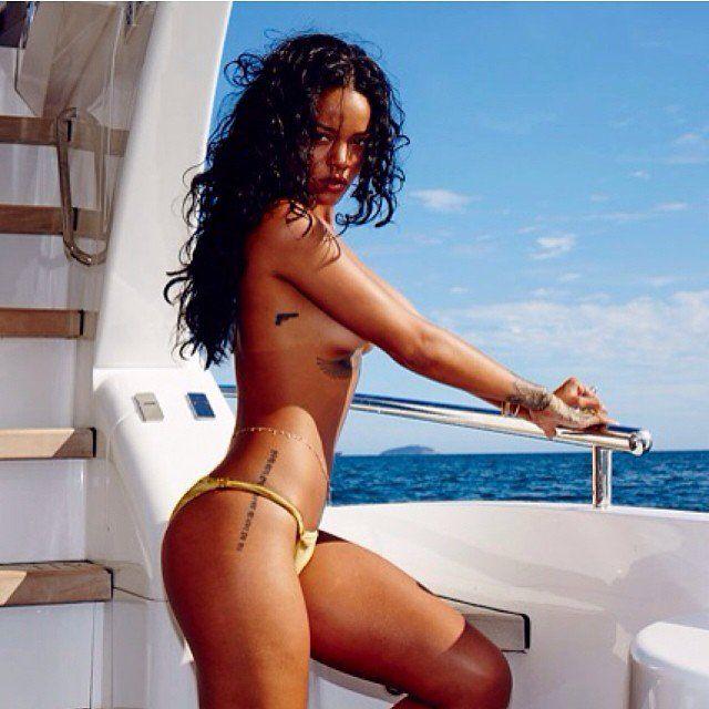 Pin for Later: Rihanna ist die Königin heißer Instagrams Rihanna's heißeste Instagram-Fotos Eine neckische Seitenansicht