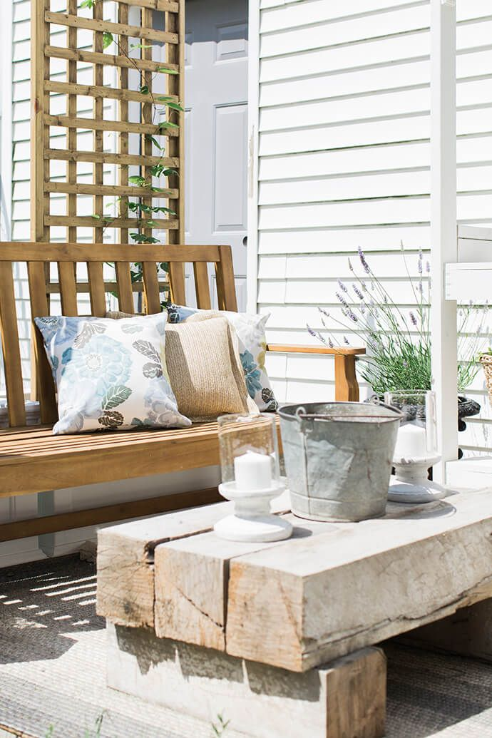 Modern farmhouse style has never looked so good! Check out this home tour from Carrie, of Glitter Guide, to find tons of interior decorating inspiration. This stylish outdoor patio features a beautiful wooden coffee table and minimalist outdoor furniture. A classic neutral color palette only adds to the elegance of this hip backyard entertaining space.