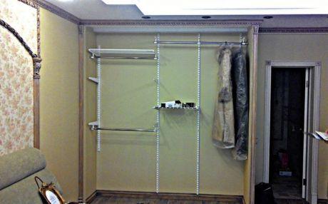 Локальное до/после: хозяева заказали в мастерской встроенный шкаф, который сохранил бы общий стиль интерьера. Посмотрите, как получилось ≫