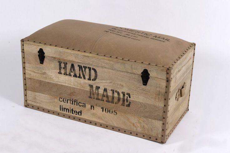 Baule in legno con sedutaimbottita,vintage,contenitore,cassapanca borchiato