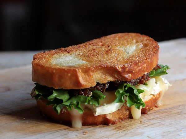 Bacon Jam and Brie Grilled Cheese Sandwich {recipe}