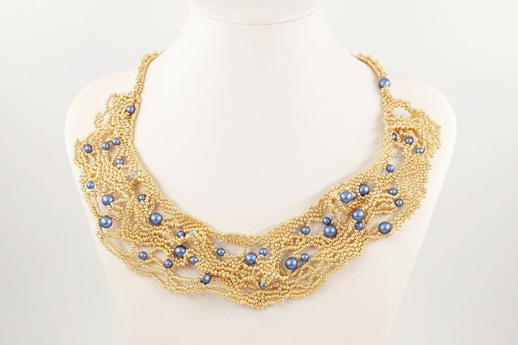 Sono felice di condividere l'ultimo arrivato nel mio negozio #etsy: collare Swarovski, collare tessitura perline, free peyote, Rocaille, perle Swarovski, cristalli Swarovski, collana oro e blu, fatto a mano #collane #gioielli #tizianat #giftidea #idearegalo #fattoamano http://etsy.me/2EHXskb