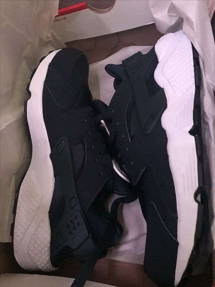 Nike men's Navy blue huaraches/white sole