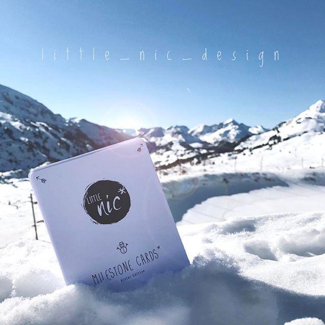 ✖winter set✖    es macht richtig spaß bei diesem tollen blick und strahlendem sonnenschein ☀️ ein kleines fotoshooting mitten auf der skipiste zu machen! 😎😁 die karten passen perfekt in die innentasche der skijacke! 🏔🎿 #meilensteinkarten #milestone #milestonecards #babyimskiurlaub #babyboy #instababy #ski #skifahren #obertauern #sonne #schnee #berge #🏔#🎿 #little_nic #design