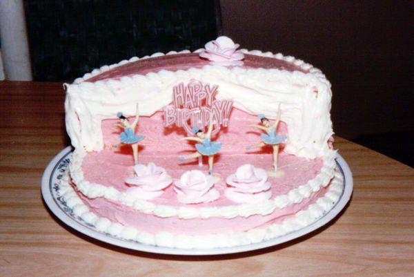 An artful mom ballerina stage cake brynn 39 s birthday for Ballerina cake decoration