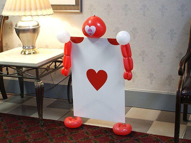Playing Card Men: Wonderland Parties, Decor Ideas, Wonderland Birthday, Balloon Ideas, Queen Of Heart, Parties Ideas, Cards Alice In Wonderland, Teas Parties, Plays Cards