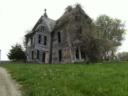 Abandoned Houses Near Me >> destroyed-and-abandoned: Overgrown and beautifully broken house near Slater, MO, USA. OC Source ...