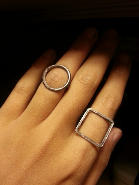 Knuckle ring. Round, oval or square. Sterling silver.