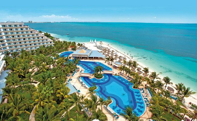 Located in the hotel area of Cancún, Mexico, the Hotel Riu Caribe (All inclusive 24h) is the seaside of a beach with turquoise water and fine sand. Hotel Riu Caribe - Hotel in Cancun, Mexico - RIU Hotels & Resorts