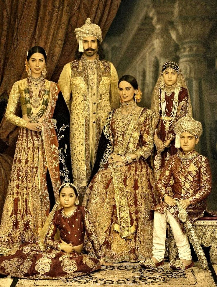 Models showcasing : Portrait of the Royal Mughal Family.