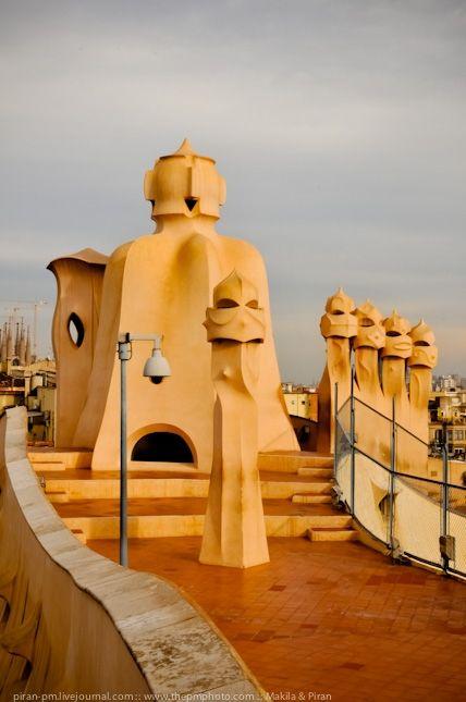 """Casa Mila es muy bonita! Las estatuas inspiro el caracter de """"Star Wars""""!"""