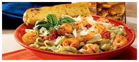 Estos frescos camarones sazonados con finas hierbas y tomate cocktail sobre deliciosos Fettuccines bañados en salsa Pesto Alfredo. Todo con un toque de queso parmesano y acompañado de nuestro pan de ajo.    Especial para este día de frío :)