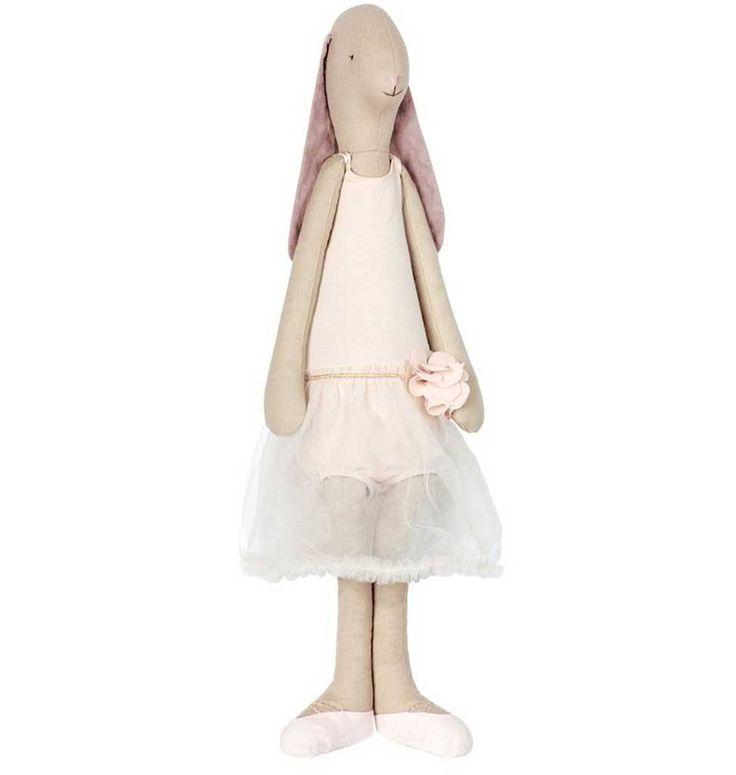 Maileg bunny ballerina. Dit knuffelkonijn is 70 cm groot en draagt een schitterende balletjurk. Wij verkopen nog veel meer Maileg knuffels, konijnen, rammelaars en accessoires.
