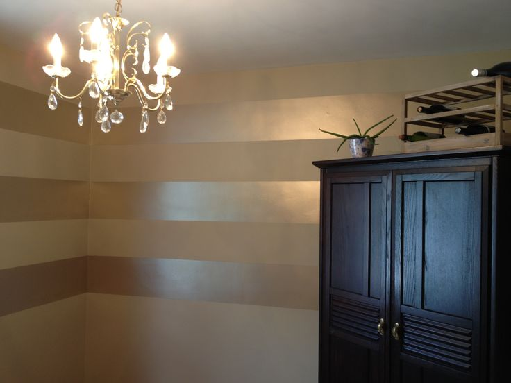 Metallic striped wall for bathroom silver striped and gold - Metallic paint wall designs ...