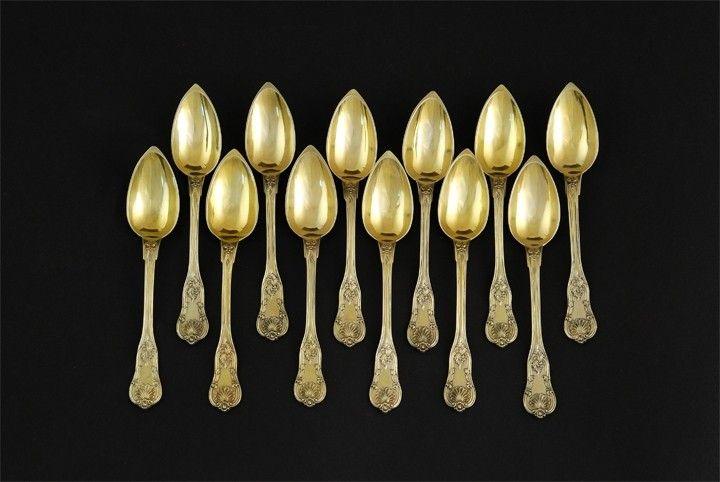 Set of 12 dessert spoons in the case, Paris