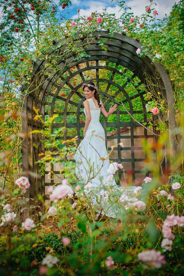 a bride from Hong Kong exploring one of Prague's most beautiful gardens. www.KurtVinion.com