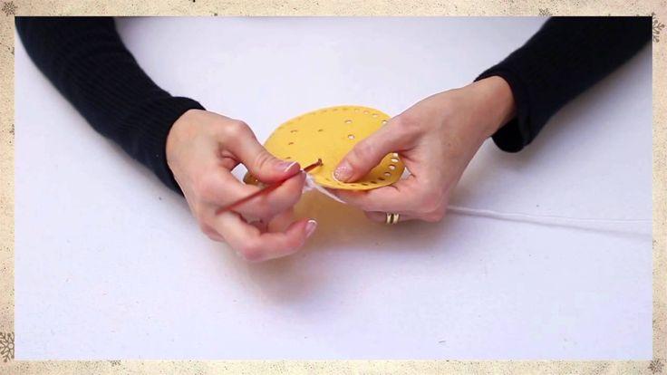 Tutorial #Natalefaidame: come realizzare delle decorazioni in feltro by Un'idea Nelle Mani.