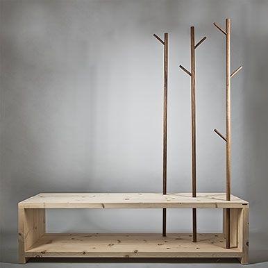 Kleiderständer aus Holz | Sitzbank mit stilisierten Bäumen zum Aufhängen jener Kleidu…