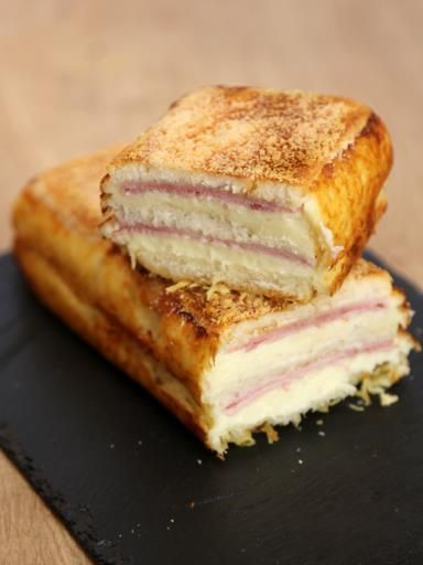 Avez-vous déjà entendu parler du croque cake? Ce plat, qui fait beaucoup parler de lui, risque de vous faire tomber à la renverse, et ravira les plus gourmands d'entre nous (on avoue, on e...