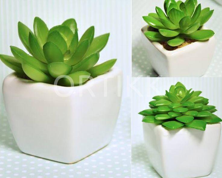 Sztuczne kaktusiki w ceramicznej doniczce. #cactus #kaktus #sztuczny #miniaturka #mini #miniature #ceramic #ceramika #doniczka #pot #ozdoba #dekoracja #home #decor #floral