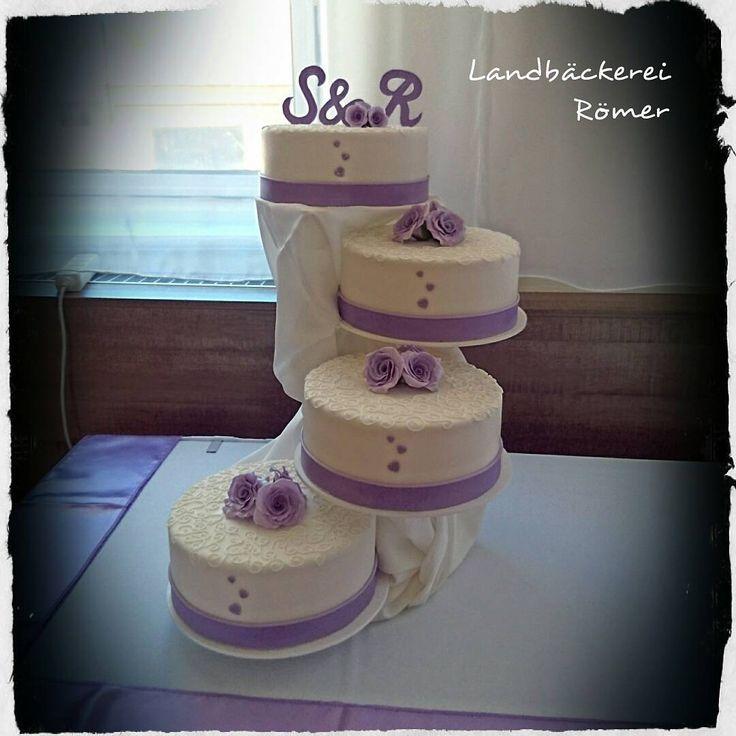 ...weddingcake... ������ #wedding #weddingcake #sugarroses #cake #initials #royalicing #bride #bridegroom  #love #lilac #hochzeitstorte #flieder http://gelinshop.com/ipost/1524440897809517993/?code=BUn5utzA42p