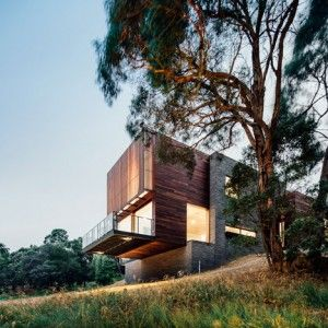 Invermay+House+by+Moloney+Architects+extends+out+from+a+rural+Australian+hillside