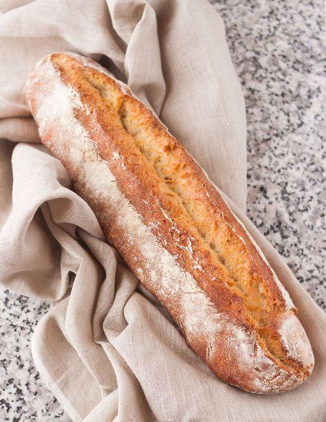 Esta receta de pan me tiene enamorada por completo, he perdido la cuenta de las veces que la he hecho y es que es pan para nivel de principiante como yo. Con unos cuantos trucos, tras hornearlo, te crees ¡Hasta panadero! Hace varios meses que decidí, siempre que pudiese y dispusiese de tiempo, preparar el …