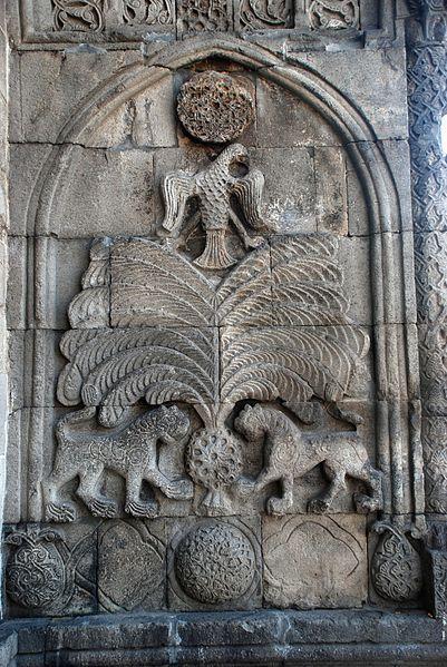File:Erzurum, Yakutiye-left.jpgYakutiye Medresesi sağ ön-yan duvarındaki figür