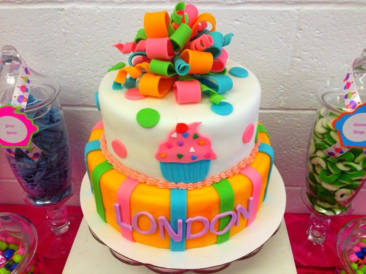 Cupcake themed birthday party - click for lots of cute ideas