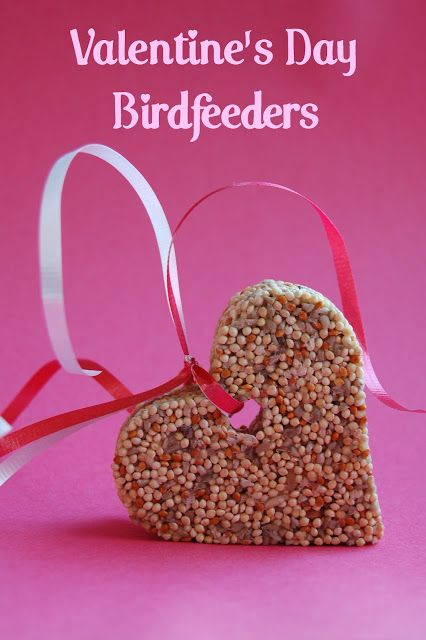 Valentine's Day Birdfeeders | www.wineandglue.com | Easy to make bird feeders perfect for Valentine's Day