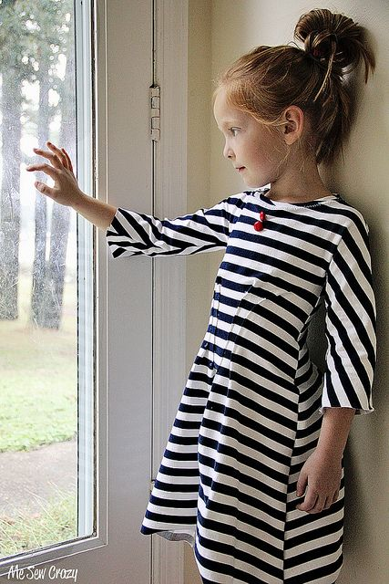 Quick and easy patternless dress out of knit fabric. Step by step tutorial.