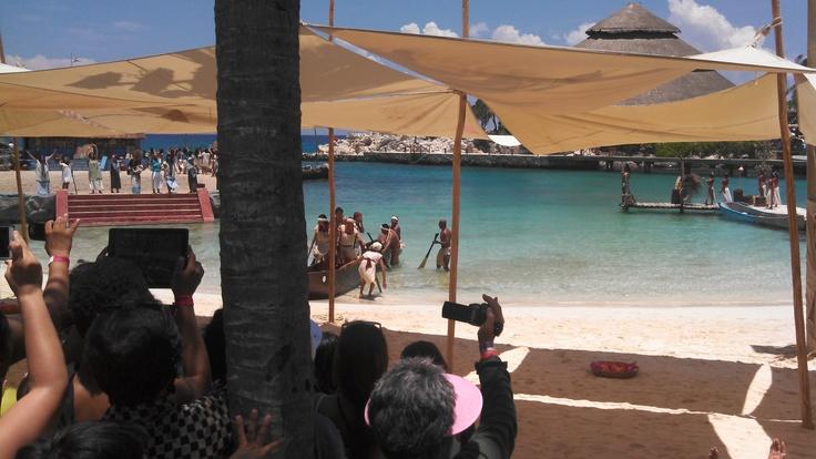 Arribo de la primer canoa Travesía Sagrada Maya 2013