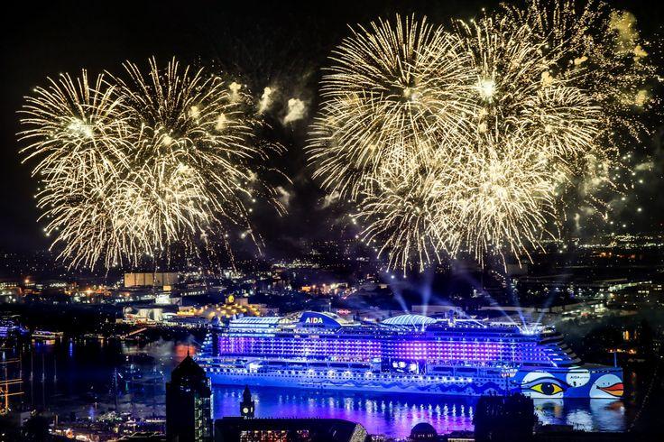 Emma Schweiger und eine spektakuläre Taufinszenierung begeistern Hamburg und Kreuzfahrt-Fans Am Abend des 7. Mai 2016, um 22.15 Uhr war es endlich soweit: AIDAprima wurde von der Jungschauspielerin…