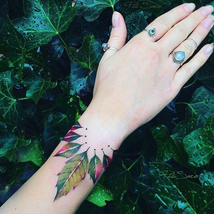 These botanic tattoos are the work of Russian tattoo artist Pis Saro. She specializes in a unique, trompe l'oeil style that appears to fall somewhere between a 3D plant illustration and a temporary tattoo.