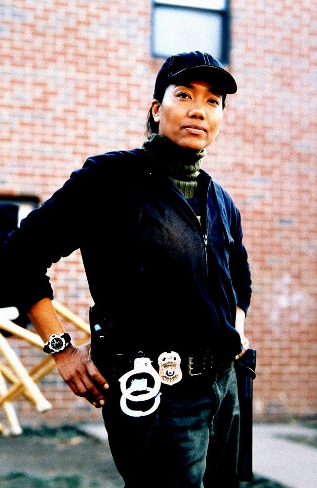 Women Who Kick Ass on TV Kima Greggs, 'The Wire' HBO's The Wire broke down a number of barriers for TV drama and is often cited as among the greatest shows ever produced. As a black, lesbian cop in a system as crooked as the streets she is fighting to save, the street-smart detective stands out as a complex character who, much like her peers, transcends black and white morality.