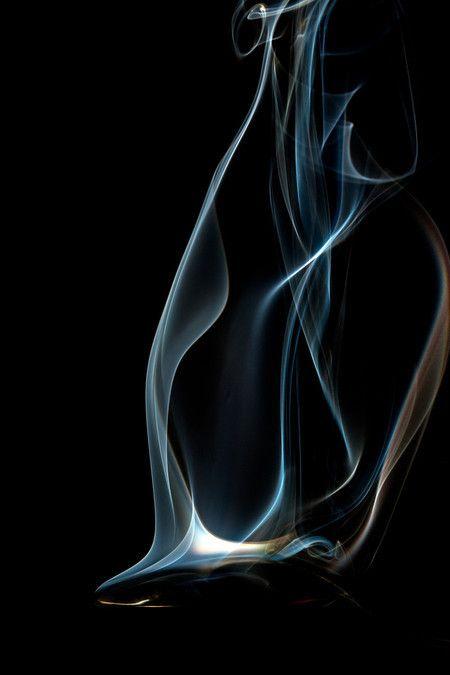 Colheres quentes 45. A série Colheres quentes, são fotofrafias (telas a venda), de um ensaio onde a fumaça saindo da colher, é fotografada em altíssiama velocidade (1/40.000). As formas e a nitidez conseguidas, mostram uma rara beleza. Essa série foi originalmente criada, para decorar espaços gourmet. (Aconselho seu uso em jogos de duas ou três telas e no tamanho de 20x30). #marcoscastrofotografia, #decoração, #decor, #fineart, #fotografia, #cozinha, Kitchens, #Art